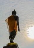 Μόνιμη εικόνα του Βούδα με τον ουρανό Στοκ εικόνες με δικαίωμα ελεύθερης χρήσης