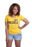 Μόνιμη νέα γυναίκα από τη Βενεζουέλα Στοκ φωτογραφία με δικαίωμα ελεύθερης χρήσης