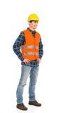 Μόνιμος εργάτης οικοδομών στο κίτρινο κράνος και το πορτοκαλί γιλέκο. στοκ φωτογραφίες