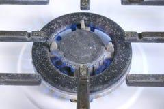 Μόνος-αναφλέγοντας μεγάλο αέριο berner που ανοίγει το αέριο cooktop sove Σόμπα αερίου με το δικτυωτό πλέγμα στοκ εικόνα με δικαίωμα ελεύθερης χρήσης