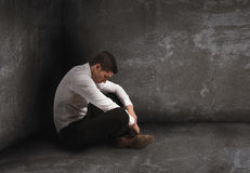 Μόνος απελπισμένος επιχειρηματίας έννοια μοναξιάς και αποτυχίας στοκ φωτογραφία με δικαίωμα ελεύθερης χρήσης