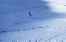 Μόνος από το σκιέρ piste Στοκ Εικόνα
