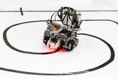Μόνος-γίνοντα ρομπότ από τους φραγμούς Lego Στοκ φωτογραφία με δικαίωμα ελεύθερης χρήσης