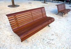 Μόνος ξύλινος πάγκος στο πάρκο Στοκ Εικόνες