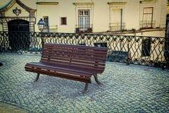 Μόνος ξύλινος πάγκος στο πάρκο Στοκ φωτογραφία με δικαίωμα ελεύθερης χρήσης