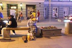 Μόνος χαριτωμένος βιολιστής ηλικιωμένων κυριών στοκ εικόνες
