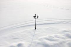μόνος χειμώνας οδών νύχτας λαμπτήρων Στοκ Εικόνες