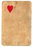 Μόνο κόκκινο σύμβολο καρδιών στο παλαιό παίζοντας υπόβαθρο εγγράφου καρτών Στοκ εικόνες με δικαίωμα ελεύθερης χρήσης