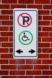 Μόνο παρεμποδισμένο σημάδι χώρων στάθμευσης Στοκ φωτογραφία με δικαίωμα ελεύθερης χρήσης