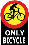 Μόνο ποδήλατο που περνά την ετικέτα σημαδιών Στοκ φωτογραφία με δικαίωμα ελεύθερης χρήσης