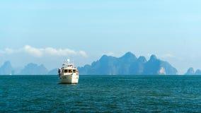 μόνο σκάφος θάλασσας Στοκ Εικόνες