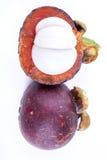 μόνο mangosteen καρπού ανασκόπησης λευκό στάσεων στοκ φωτογραφία με δικαίωμα ελεύθερης χρήσης