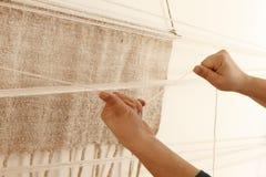 Μόριο εργασίας ένα handloom στοκ φωτογραφία