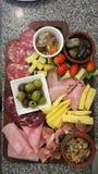 Μόριο τροφίμων σαλάτας δύσκαμπτο και ελιές Στοκ Εικόνες