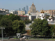 Μόσχα: ένα μίγμα των εποχών και των μορφών, άποψη πόλεων Στοκ φωτογραφία με δικαίωμα ελεύθερης χρήσης