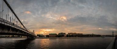 Μόσχα, η της Κριμαίας γέφυρα και το ανάχωμα 100f 2 θερινό velvia ταινιών fujichrome nikon s βραδιού φ φωτογραφικών μηχανών 8 28 3 Στοκ Εικόνες