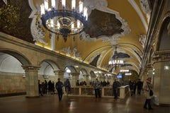 Μόσχα - 10 Ιανουαρίου 2017: Άνθρωποι που περιμένουν το τραίνο στη Μόσχα Στοκ εικόνα με δικαίωμα ελεύθερης χρήσης