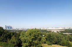 Μόσχα και ουρανοξύστες από τα βουνά VorobÑ ` vyh Στοκ φωτογραφία με δικαίωμα ελεύθερης χρήσης