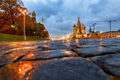 Μόσχα Κρεμλίνο, κάθοδος Vasilyevsky κοντά στον καθεδρικό ναό του βασιλικού του ST στοκ φωτογραφίες με δικαίωμα ελεύθερης χρήσης