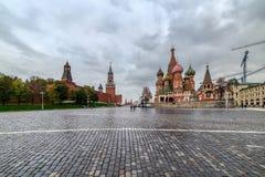 Μόσχα Κρεμλίνο, κάθοδος Vasilyevsky κοντά στον καθεδρικό ναό του βασιλικού του ST στοκ εικόνες