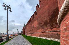 Μόσχα Κρεμλίνο, κάθοδος Vasilyevsky κοντά στον καθεδρικό ναό του βασιλικού του ST στοκ εικόνα με δικαίωμα ελεύθερης χρήσης