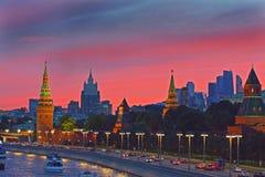 Μόσχα Κρεμλίνο και ποταμός της Μόσχας στο ηλιοβασίλεμα Στοκ Εικόνα