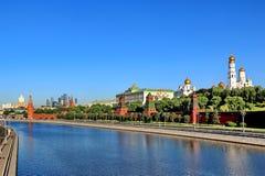 Μόσχα Κρεμλίνο στα ξημερώματα την άνοιξη στοκ φωτογραφία