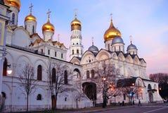 Μόσχα Κρεμλίνο στο βράδυ μπλε ουρανός ανασκόπησης Στοκ Φωτογραφία