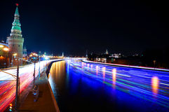 Μόσχα Κρεμλίνο και σκάφη στον ποταμό Moskva χρόνος-σφάλμα Στοκ εικόνα με δικαίωμα ελεύθερης χρήσης