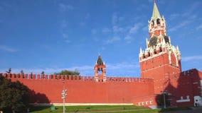 Μόσχα Κρεμλίνο στο πρωί, πύργος Spasskaya, πανόραμα κόκκινων τετραγώνων απόθεμα βίντεο
