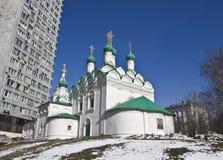 Μόσχα, παλαιά εκκλησία και σύγχρονα κτήρια Στοκ εικόνα με δικαίωμα ελεύθερης χρήσης