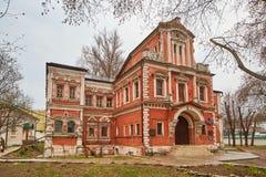 Μόσχα - 10 04 2017: Παλαιό κτήριο τούβλου σε Bersenevskaya embankm Στοκ φωτογραφία με δικαίωμα ελεύθερης χρήσης