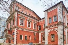 Μόσχα - 10 04 2017: Παλαιό κτήριο τούβλου σε Bersenevskaya embankm Στοκ Φωτογραφία