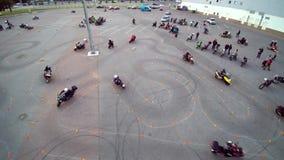 Μόσχα που συλλέγει τον εναέριο κηφήνα ποδηλατών απόθεμα βίντεο