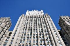 Μόσχα, Ρωσία, άποψη στο κτήριο του υπουργείου εσωτερικών θεμάτων του ουρανοξύστη του ρωσικού ομοσπονδία-Στάλιν στοκ φωτογραφία