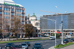 Μόσχα, Ρωσία - 09 21 2015 Άποψη της πλατείας Arbat, του εστιατορίου της Πράγας και Rosselkhozbank Στοκ φωτογραφία με δικαίωμα ελεύθερης χρήσης