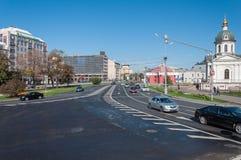 Μόσχα, Ρωσία - 09 21 2015 Άποψη της πλατείας Arbat, του παρεκκλησιού Boris και Gleb, και του μετρό Arbatskaya Στοκ φωτογραφία με δικαίωμα ελεύθερης χρήσης
