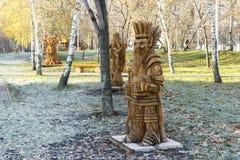 Μόσχα, Ρωσία, ένα πάρκο με τα γλυπτά φιαγμένα από ξύλο που βασίζεται στοκ εικόνα με δικαίωμα ελεύθερης χρήσης