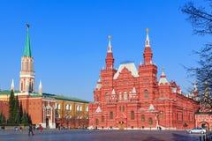Μόσχα, Ρωσία - 15 Απριλίου 2018: Άποψη του κρατικού ιστορικού μουσείου και της Μόσχας Κρεμλίνο από το κόκκινο τετράγωνο Στοκ φωτογραφία με δικαίωμα ελεύθερης χρήσης