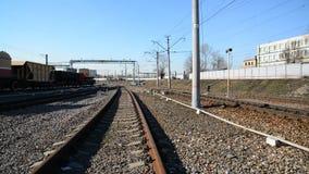 Μόσχα, Ρωσία - 1 Απριλίου 2017 Διαδρομές σιδηροδρόμου πρόσβασης του σιδηροδρομικού σταθμού της Ρήγας φιλμ μικρού μήκους