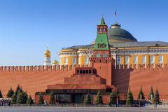 Μόσχα, Ρωσία - 15 Απριλίου 2018: Μαυσωλείο Λένιν ` s στο κόκκινο τετράγωνο σε ένα υπόβαθρο της Μόσχας Κρεμλίνο σε ένα ηλιόλουστο  Στοκ Εικόνες