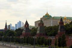 2018 06 17, Μόσχα, Ρωσία Εικονική παράσταση πόλης της Μόσχας με τον ποταμό και κτήρια του Κρεμλίνου Στοκ Φωτογραφίες