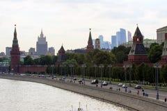2018 06 17, Μόσχα, Ρωσία Εικονική παράσταση πόλης της Μόσχας με τον ποταμό και κτήρια του Κρεμλίνου Στοκ εικόνες με δικαίωμα ελεύθερης χρήσης