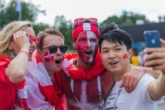 Μόσχα, Ρωσία - 26 Ιουνίου 2018: Ανεμιστήρες ποδοσφαίρου στην οδό της Μόσχας dur Στοκ Εικόνες
