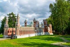 Μόσχα, Ρωσία - 8 Ιουνίου 2016 Η γέφυρα στο κτήμα του μουσείου Tsaritsyno Στοκ φωτογραφία με δικαίωμα ελεύθερης χρήσης