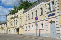 Μόσχα, Ρωσία, 12 Ιουνίου, 2017, κανένας, πάροδος Serebryanichesky το καλοκαίρι στη νεφελώδη ημέρα Κτήρια 18-19 αιώνων Στοκ φωτογραφία με δικαίωμα ελεύθερης χρήσης