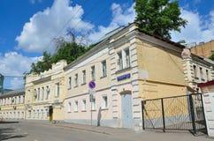 Μόσχα, Ρωσία, 12 Ιουνίου, 2017, κανένας, πάροδος Serebryanichesky το καλοκαίρι στη νεφελώδη ημέρα Κτήρια 18-19 αιώνων Στοκ εικόνες με δικαίωμα ελεύθερης χρήσης