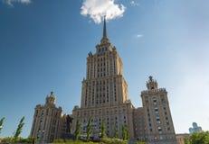 Μόσχα, Ρωσία - 14 Μαΐου 2016 Το βασιλικό ξενοδοχείο Radisson ξενοδοχείων, ένας από επτά ουρανοξύστες του Στάλιν Στοκ φωτογραφία με δικαίωμα ελεύθερης χρήσης