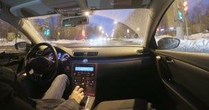 Μόσχα, Ρωσία - 3 Μαρτίου 2018: Η μετακίνηση του αυτοκινήτου στη νύχτα φιλμ μικρού μήκους