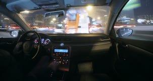 Μόσχα, Ρωσία - 3 Μαρτίου 2018: Η μετακίνηση του αυτοκινήτου στη νύχτα απόθεμα βίντεο